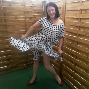 Biało Czarna Sukienka w Grochy