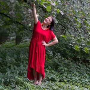 Czerwona Sukienka Z Falbanami Anna Protas fot. Daria Olzacka, Wizaż Justyna Lunar Make Up